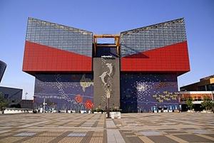 大阪市天保山の水族館『海遊館』と館内装飾コラボレーション